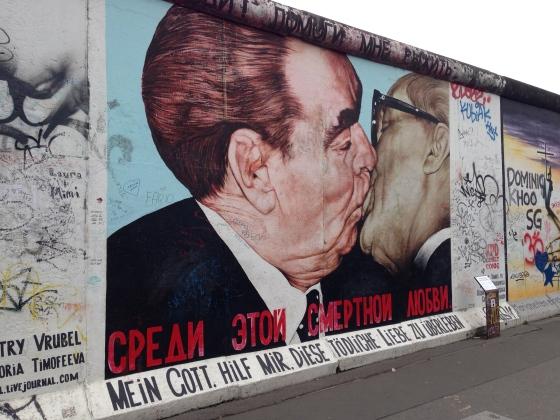 Berlin wall kissing